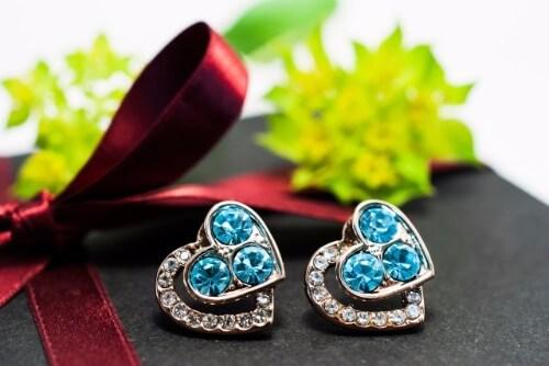 宝石買取で片方だけや使用済みのピアスは売れるの?