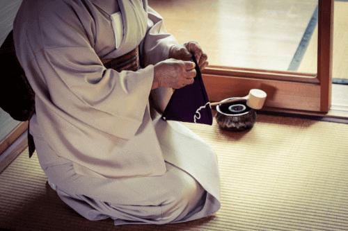 白大島紬の巨匠、桑原啓之介の着物の買取価格を下げない方法