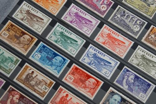 切手で買えるものとは?郵便局で切手払いできるサービスや注意事項