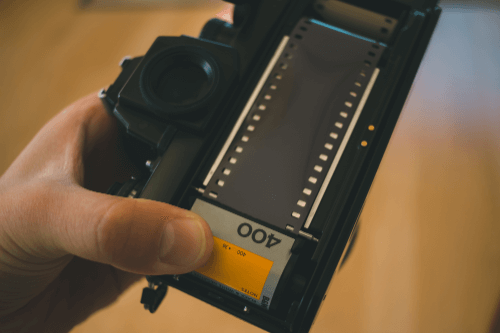 フィルムカメラを売る方法や高く売れるカメラの種類を紹介!