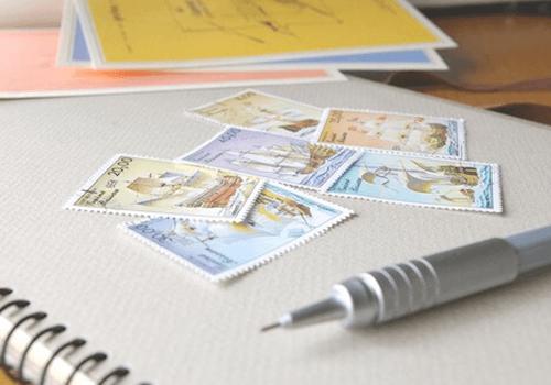 郵便切手で料金を支払う方法!切手の有効活用法もご紹介!