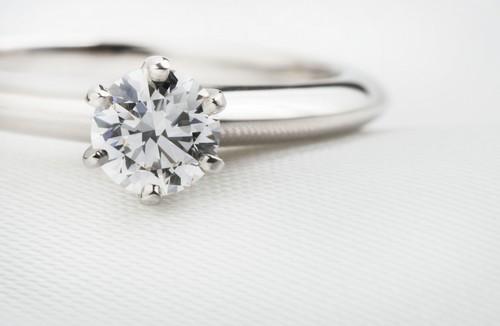 見た目の印象がガラリと変わるダイヤモンドのカラットについて