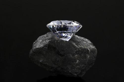 ダイヤモンドの価値を決めるグレードとは?