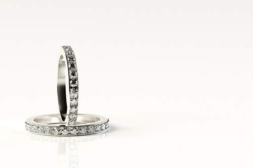 小粒石のメレダイヤは指輪の重要な引き立て役