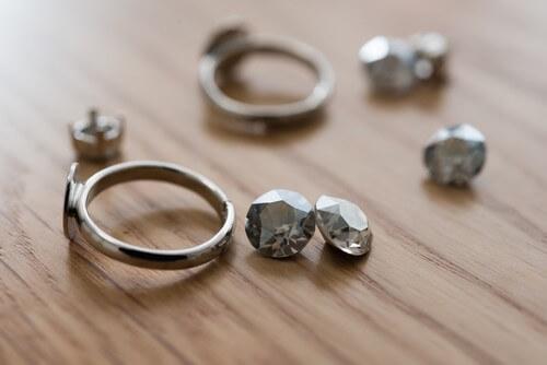 時代に左右されないデザインの宝石の選び方