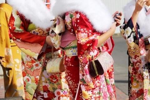 成人式などで着た振袖の処分はどうする?着物買取をはじめオススメの方法をご紹介!
