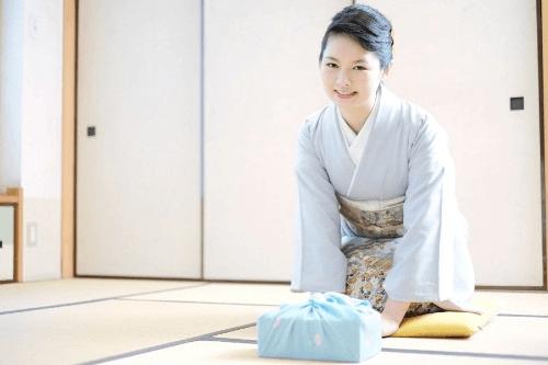 江戸小紋の代表的作家「藍田正雄」の着物の特徴やおすすめの着物買取業者とは?