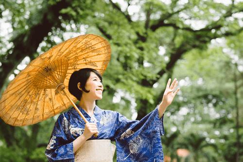 伝統的な技法と現代的な模様が印象的!中町博志の着物を高く売るコツとは