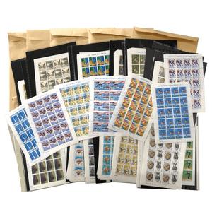 額面ごとにスタンプブックに細かく整理されたシート切手300枚以上が