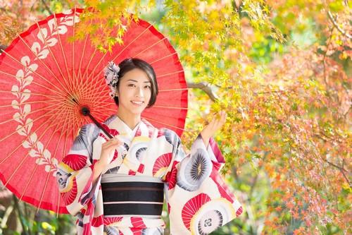 【春夏秋冬】季節によって使い分ける着物の種類・色・柄を徹底解説!