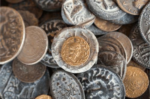 毎年変わるデザインが人気!キャット金貨の買取相場と価値の決まり方を解説