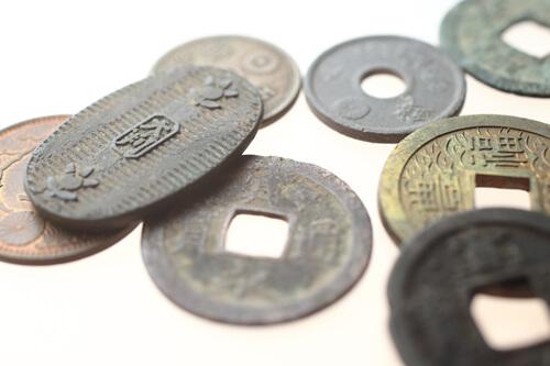 古銭の買取価格は業者によって違う?