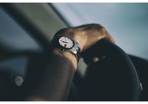 オシャレ通に人気!気になるヴェルサーチの腕時計の買取相場は?