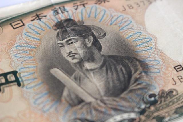 旧一万円札は現在でも使用可能?古銭買取するといくらになる?